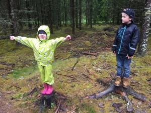 barn i regn